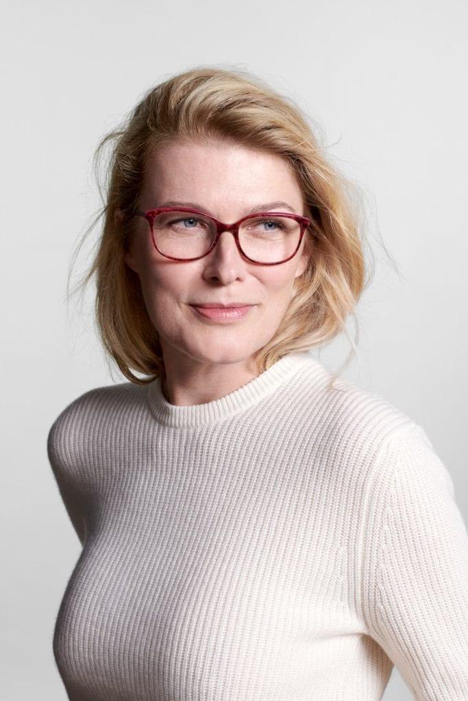 photo lunettes collection premium me and eye portée par un mannequin femme de 50 ans